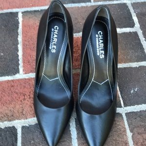 Gorgeous Charles by Charles David pumps black